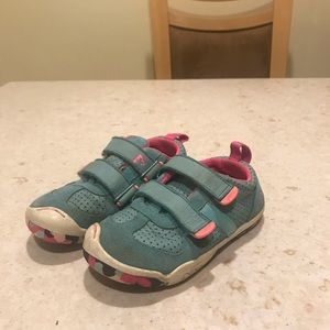 Plae shoes for girls